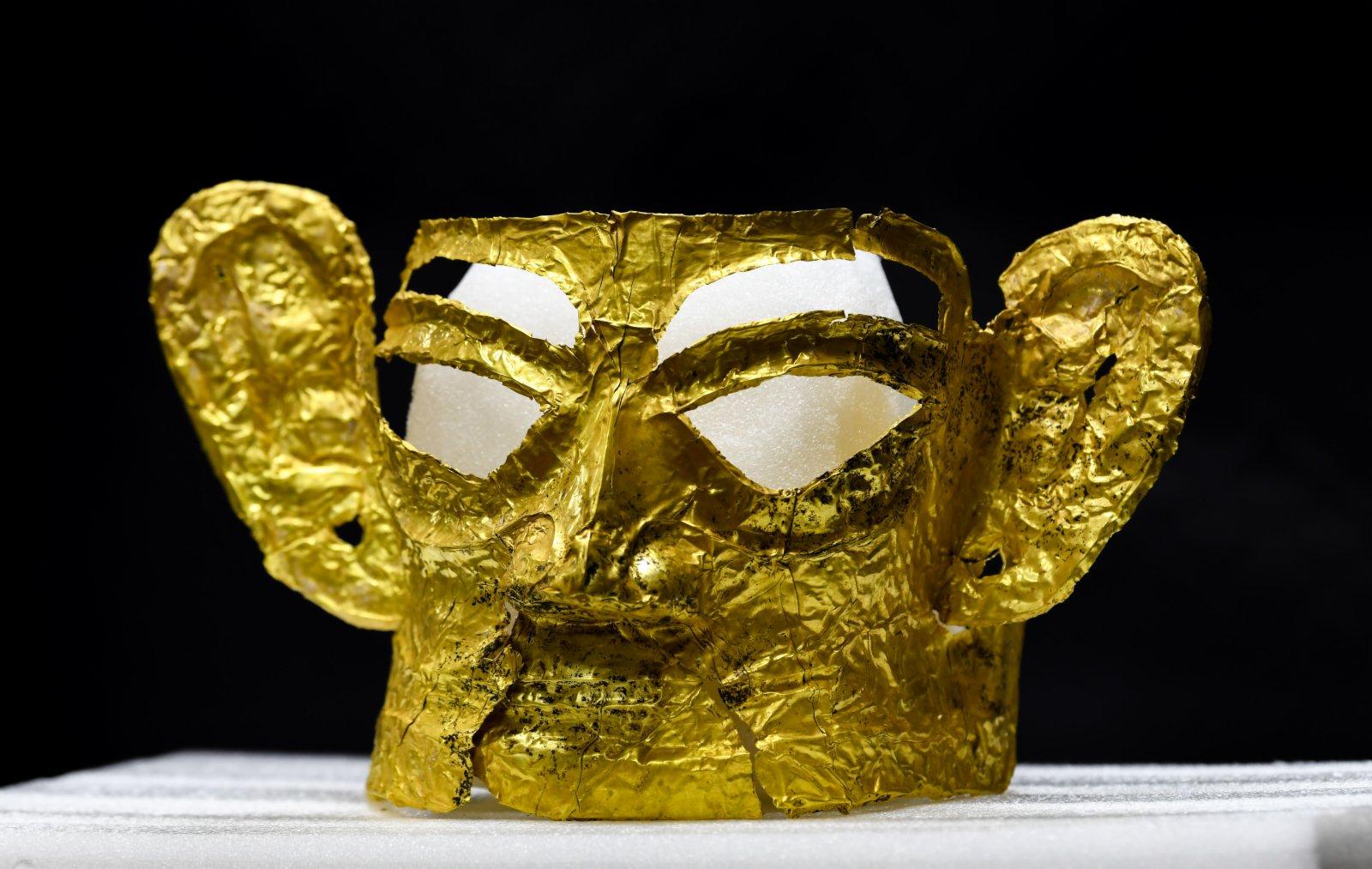 這是在四川省文物考古研究院三星堆考古研究所拍攝的三星堆遺址3號「祭祀坑」出土的金面具(9月2日攝)。