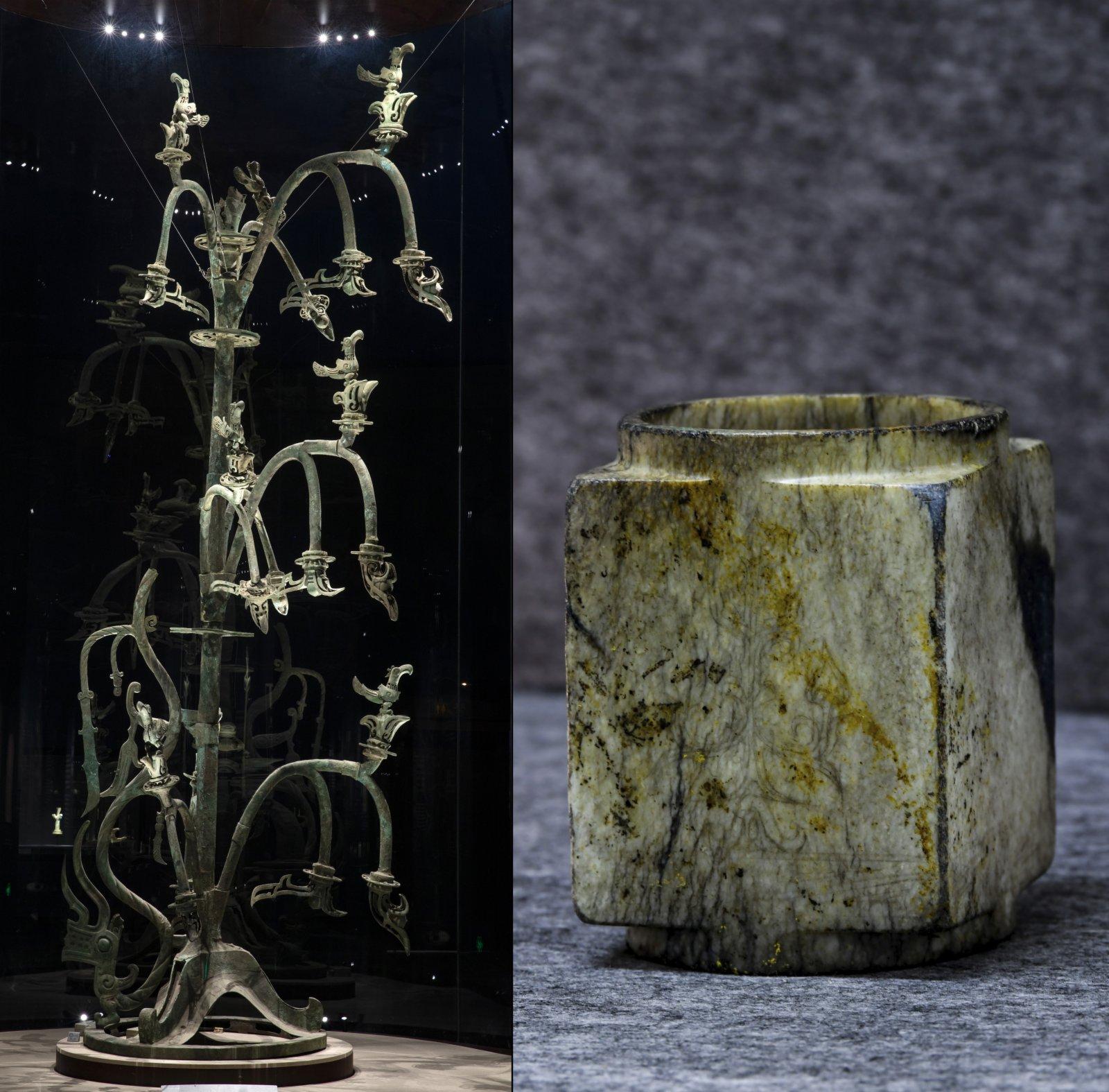 拼版照片:左圖是在位於四川德陽廣漢市的三星堆博物館拍攝的1號青銅神樹(3月17日攝,新華社記者 沈伯韓 攝);右圖是在四川省文物考古研究院三星堆考古研究所拍攝的三星堆遺址3號「祭祀坑」出土的刻有神樹紋的玉琮(9月2日攝)。