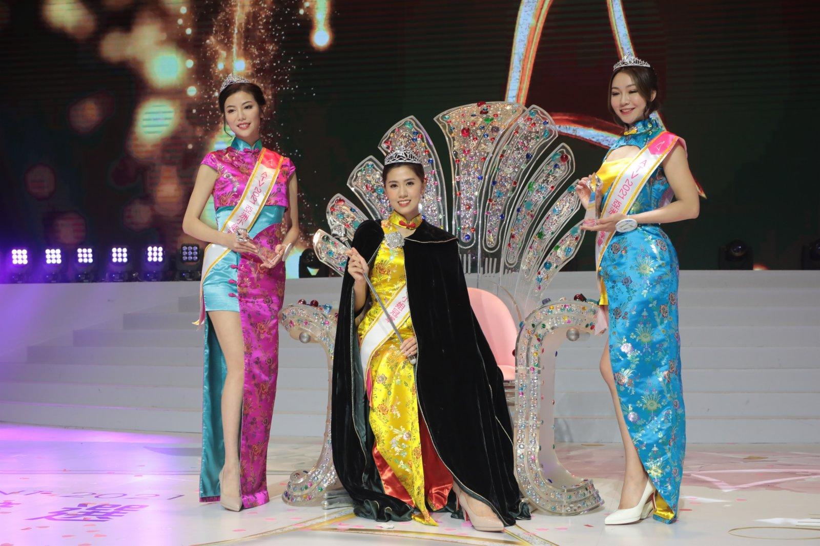 圖為亞洲小姐亞軍袁群有(左起)、亞洲小姐冠軍陳美儀、亞洲小姐季軍梁欣娟。(香港中通社)