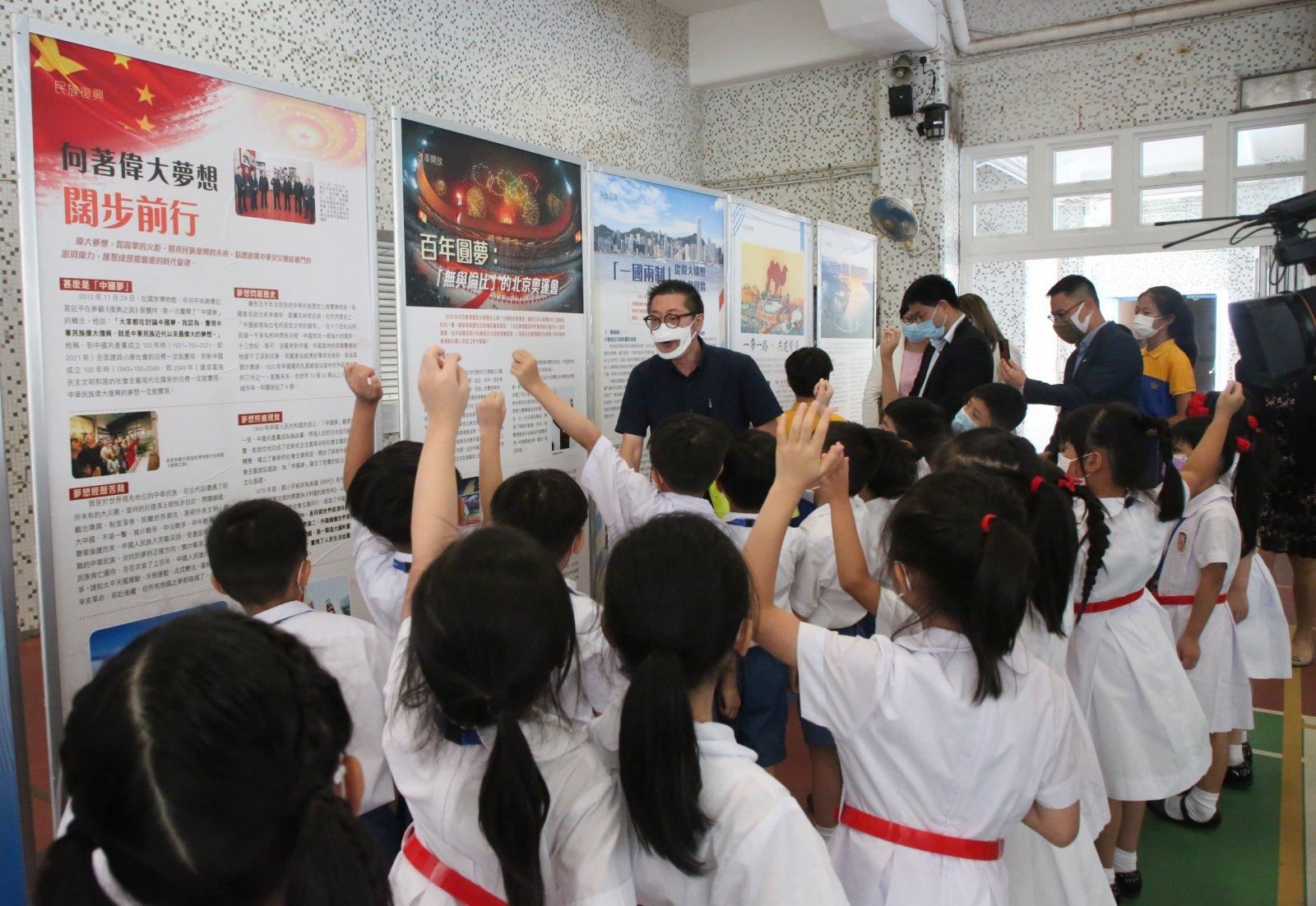 小學生積極參與互動。(中新社)