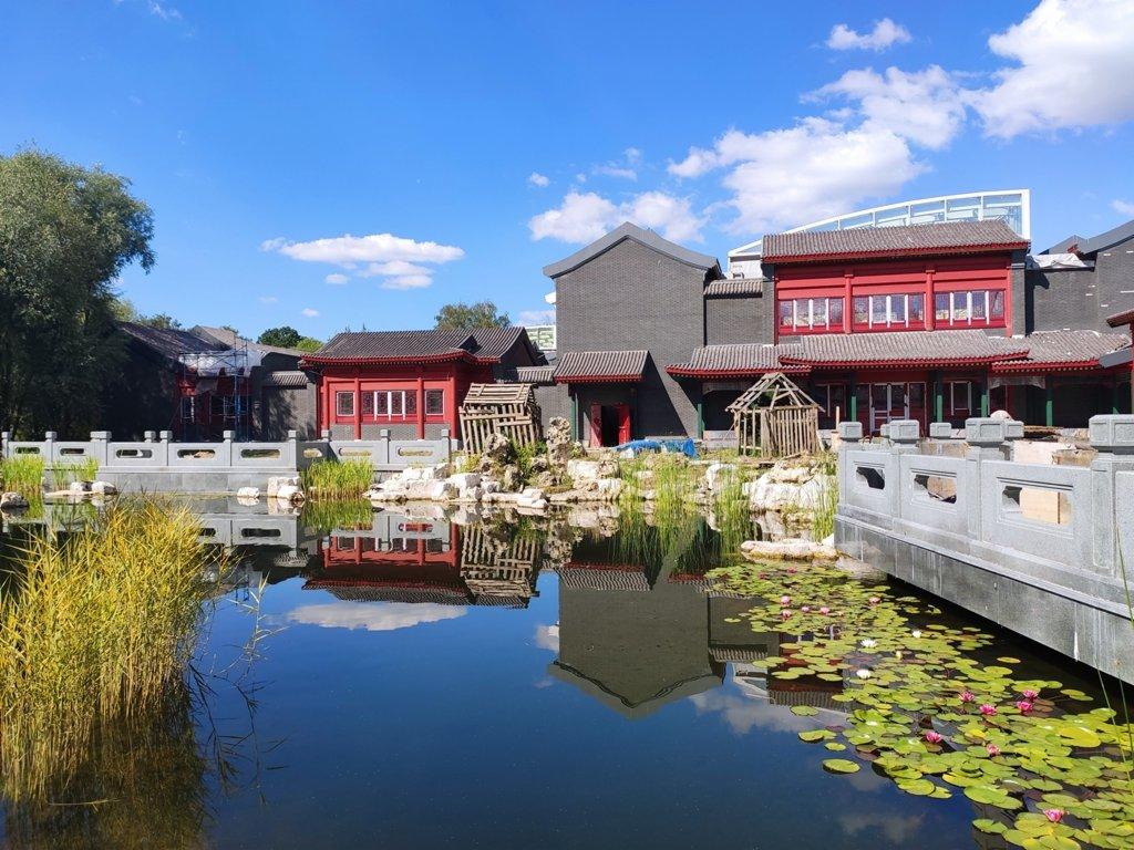 貿易中心附近的傳統中國風公園。(中國日報社)