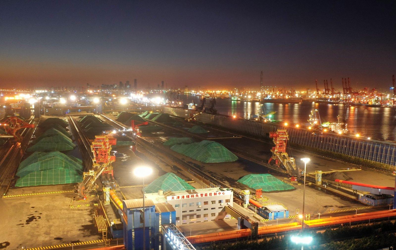 這是天津港煤碼頭一景。(新華社)