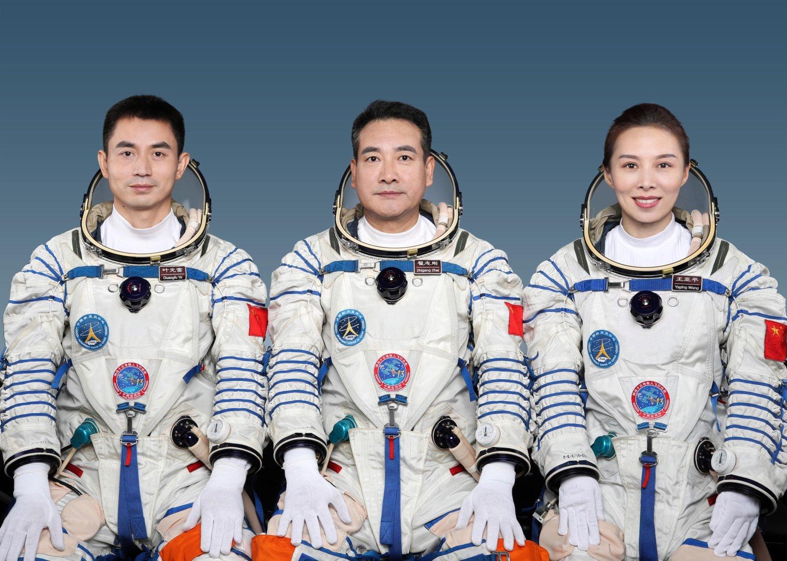 翟志剛、王亞平、葉光富將執行神舟十三號載人飛行任務,在軌駐留6個月。(中國載人航天工程辦公室)