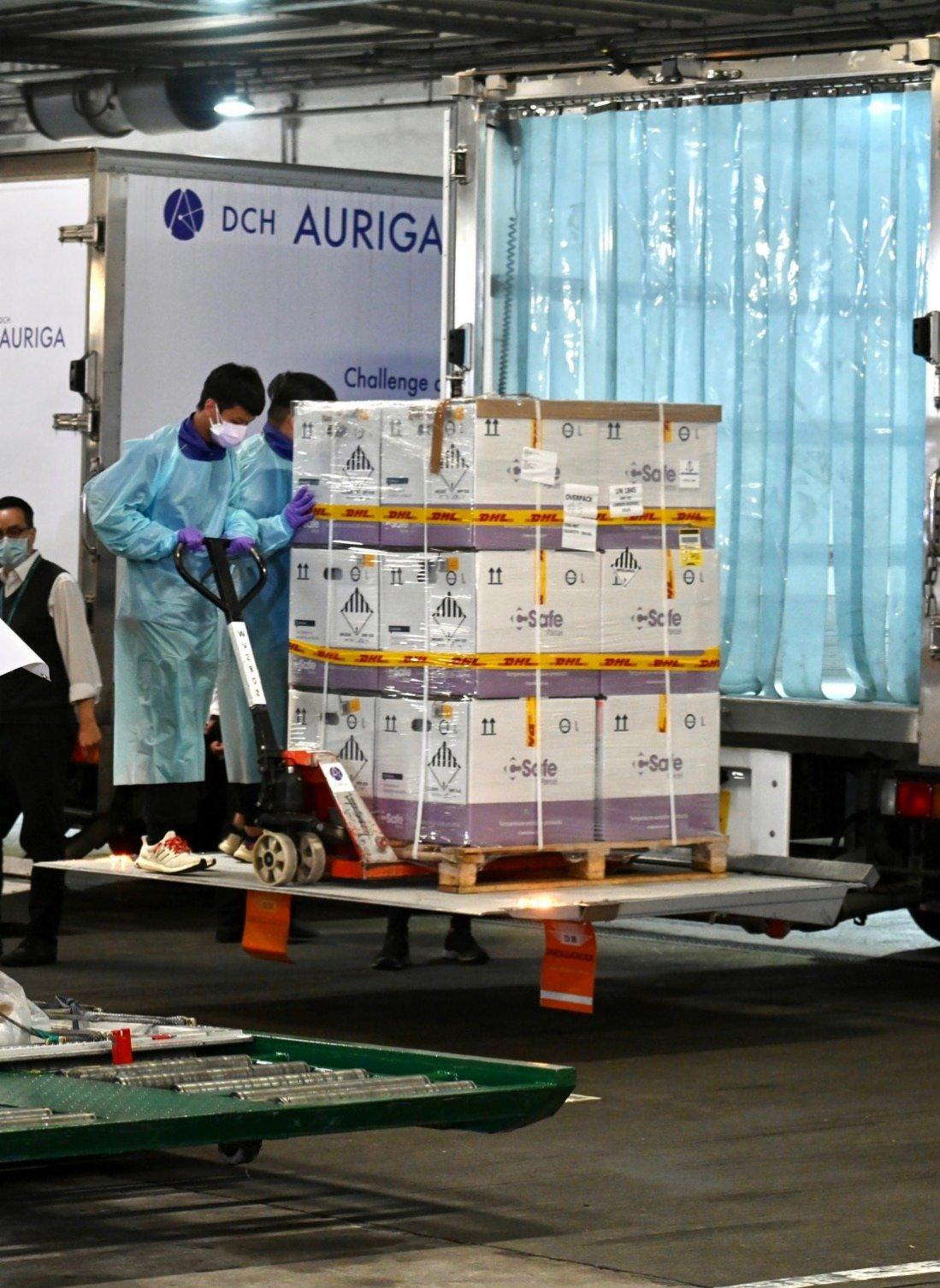 最新一批80萬劑復必泰疫苗付運抵港